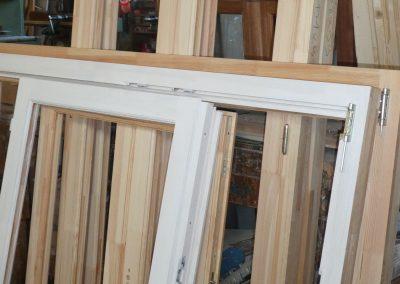 cadre de fenêtres en cours de fabrication