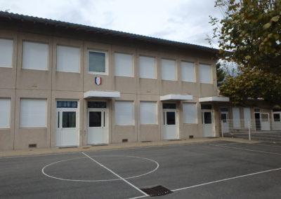 portes et fenêtres de l'école de vinsobres