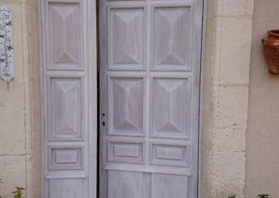 porte extérieure travaillée